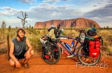Florian vor dem Uluru