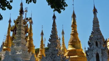Unzählige kleinere Stupas